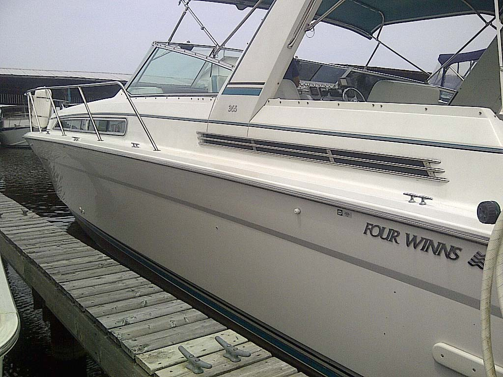 1991 Four Winns 365 Express for sale in the Lindsay area northeast of Toronto, Ontario, Canada.