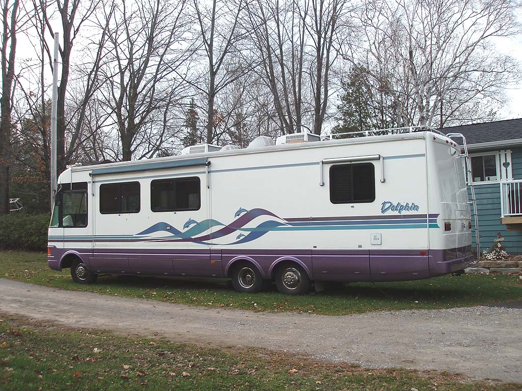 1996 Dolphin 36 foot class A motorhome for sale in the Lindsay area northeast of Toronto, Ontario, Canada.