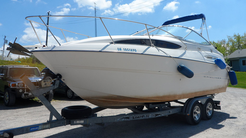2003 BAYLINER 245 WITH TRAILER FOR SALE IN THE LINDSAY AREA NORTHEAST OF TORONTO, ONTARIO, CANADA SIMILAR TO THE 2000, 2001, 2002 AND 2004 MODELS.