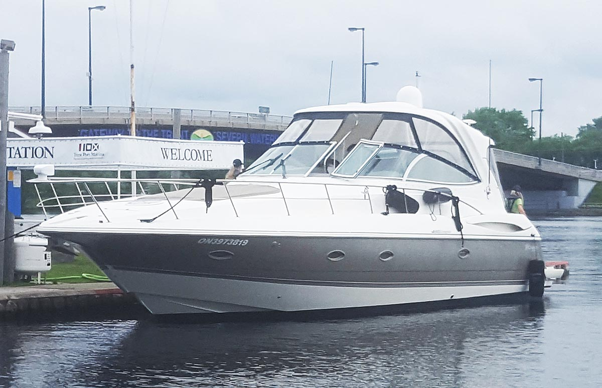 2007 CRUISERS YACHTS 460 EXPRESS FOR SALE IN THE TERENTON AREA EAST OF TORONTO, ONTARIO, CANADA SIMILAR TO THE 2003, 2004, 2005 AND 2006 MODELS.