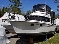 1985 Carver 3207 Aft Cabin for sale in the Lakefield area northeast of Toronto, Ontario, Canada.